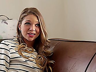 Sexy teen Jessie Andrews seduces hot milf...