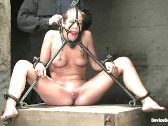 Jade Marxxx gets tortured and toyed by...