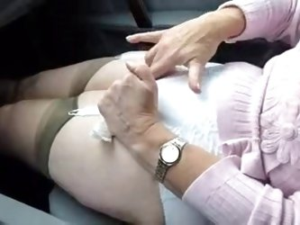 DENHAAGMAN - GRANNY CUMS IN 56 SECONDS