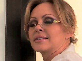 Cheating housewife MELLANIE MONROE fucked...