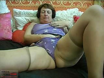 Vickie gets undressed then buzzes