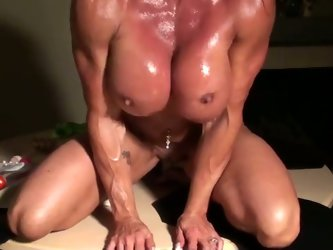 This muscular harlot definitely knows how...