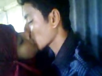 Desi Hindu BF kisses Fucks Muslim girl...