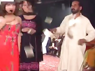 Pakistani tranny party with dancing