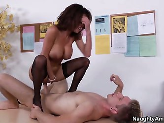 Veronica Avluv gets her hole destroyed by...